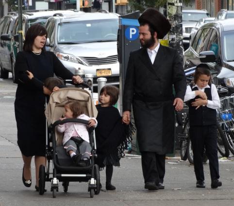 Hasidic_Family_in_Street_-_Borough_Park_-_Hasidic_District_-_Brooklyn